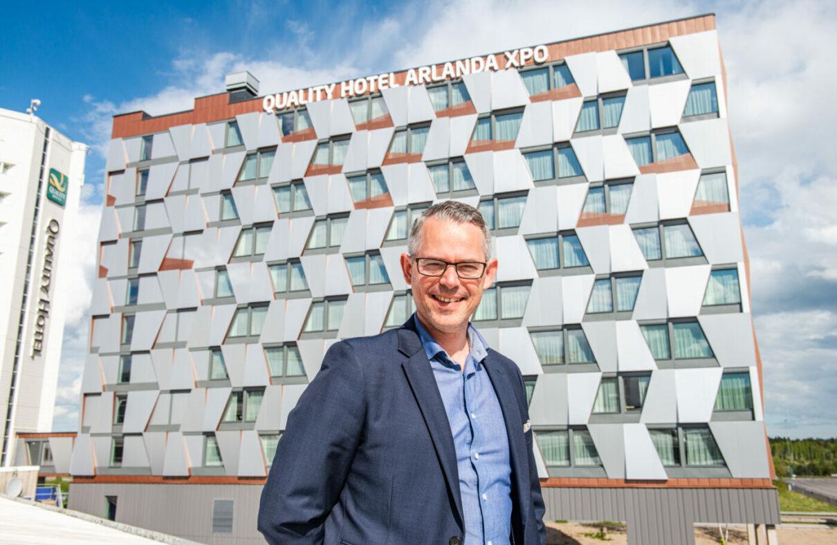 Jakob Ahlqvist vid projekt XPO, modulbyggnationen av nya hotellet i Arlandastad.